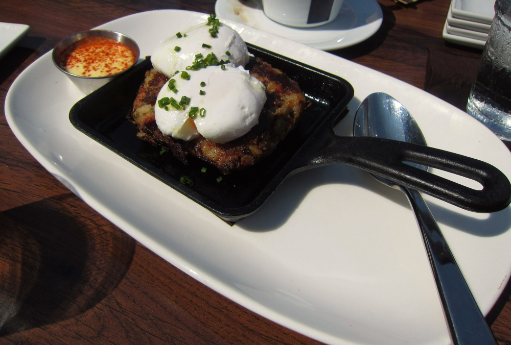 Short rib hash with poached egg and hollandaise topped with smoked paprika